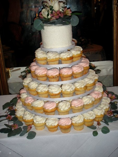 They had a cupcake wedding cake btw